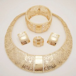 AFRICAN TRADITNAL NECKLACE